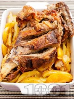 Сочно печено агнешко бутче в тава с картофи на фурна - снимка на рецептата